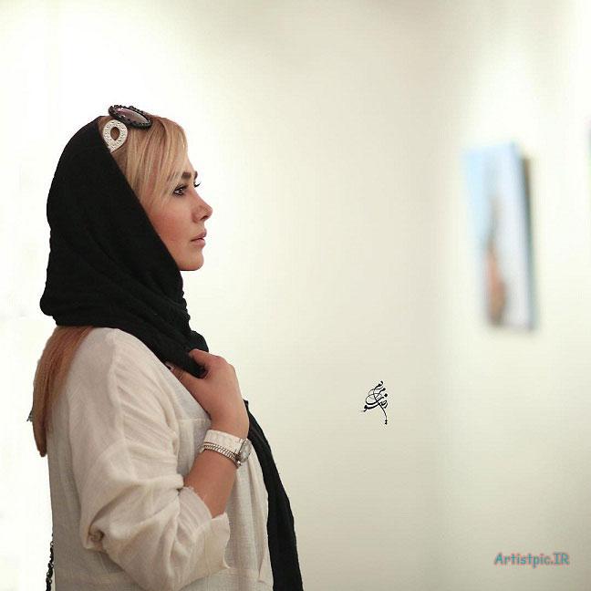 عکس آنا نعمتی در افتتاحیه نمایشگاه یغما گلرویی