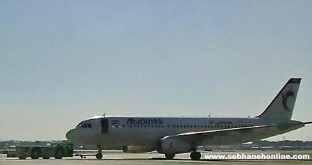 تصادف عجیب خودرو با هواپیما در ایران+عکس