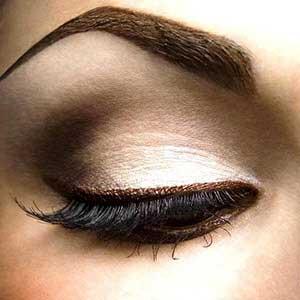 با خط چشم های رنگی چشمان تان را زیبا و جذاب کنید