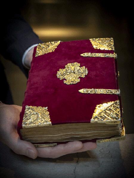 گران ترین کتاب دعای جهان (+عکس)