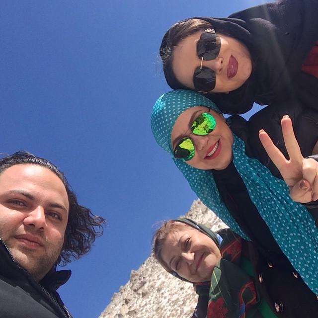 عکس بهنوش بختیاری و مادرش در همدان