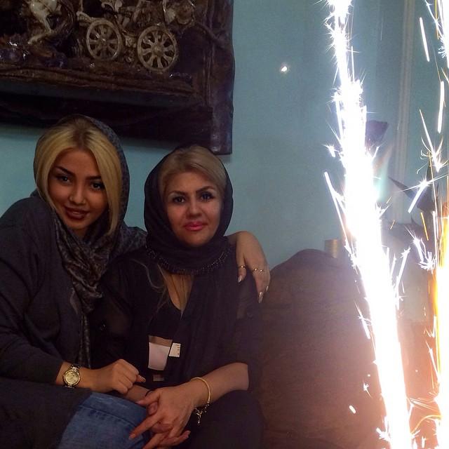 عکس مهسا کامیابی و مادرش در جشن تولد
