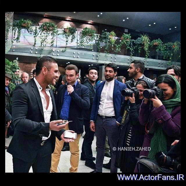 کلیپ آرمین 2afm در اکران فیلم ارسال آگهی تسلیت برای روزنامه | WwW.ActorFans.IR