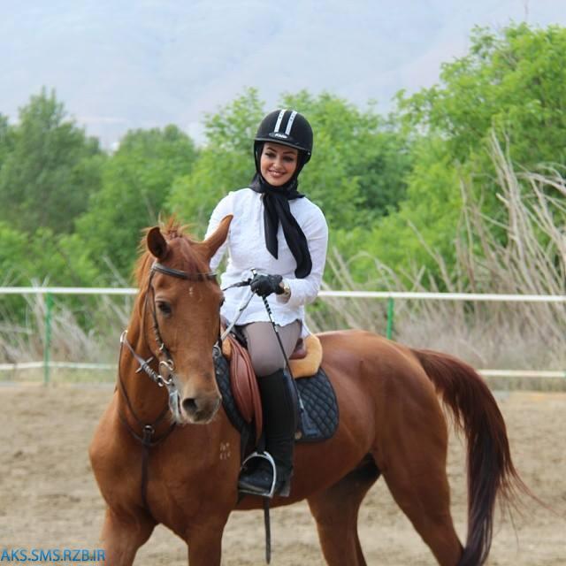 عکس های جديد نفیسه روشن در حال اسب سواری 93