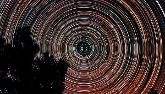 همه چیز دربارهی عکاسی از دنباله ستارگان در آسمان زیبای شب