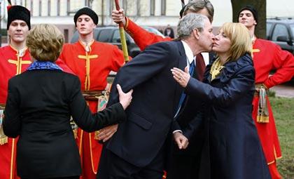 بوسیدن مرد از زن