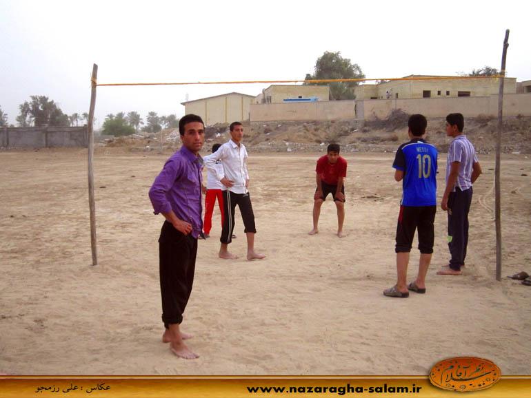 بازی والیبال جوانان نظرآقا در زمین خاکی - یونس حاجی زاده