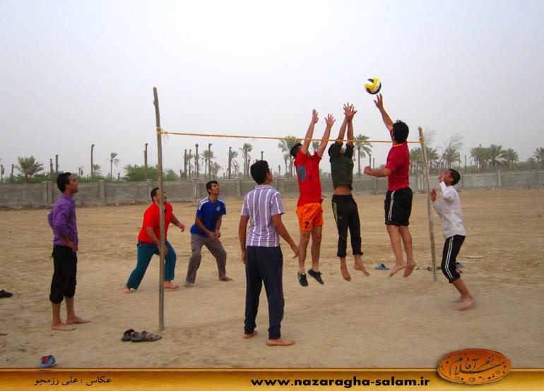 بازی والیبال جوانان نظرآقا در زمین خاکی - محمود زیرایی