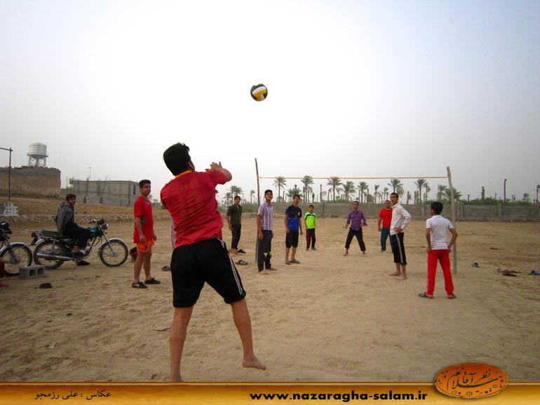 بازی والیبال جوانان نظرآقا در زمین خاکی - شهرام رزمجو