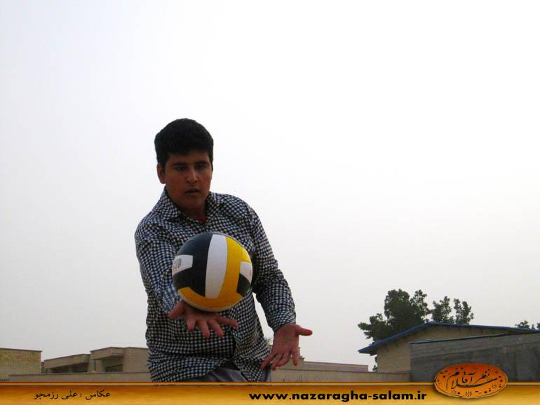 بازی والیبال جوانان نظرآقا در زمین خاکی - یاسین حاجی زاده