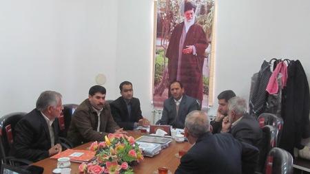جلسه بررسي اختلاف اهالي بمرود و دوست آباد در سد حاجي آباد