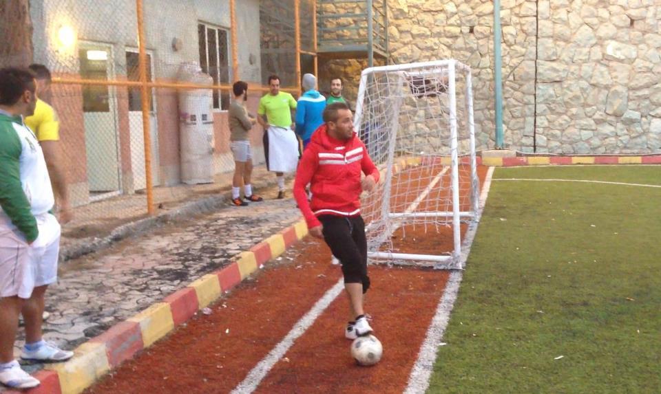 عکسی از امیر تتلو درحال فوتبال بازی کردن | WwW.BestBaz.RozBlog.Com
