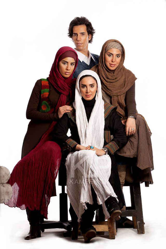 عکس لیلا بلوکات در کنار خواهران و برادرش   WwW.BestBaz.RozBlog.Com