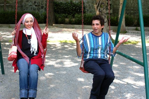 عکس لیلا اوتادی و حمید گودرزی درحال تاب بای | WwW.BestBaz.RozBlog.com