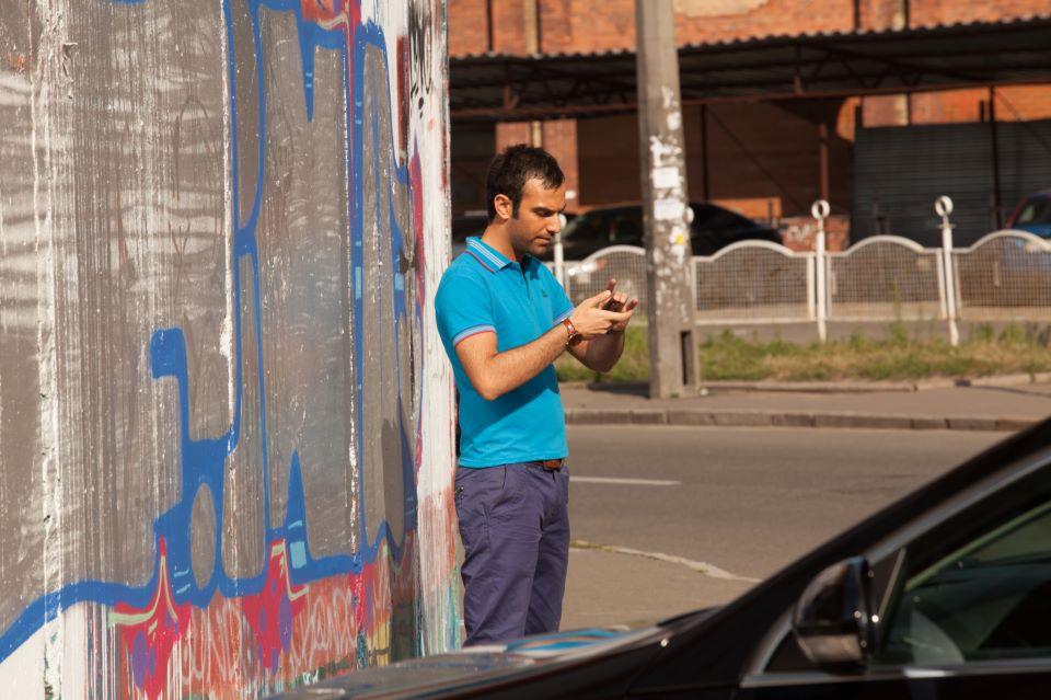 عکسی از اذیت کردن محمد بیباک سر ضبط ویدئو   WwW.BestBaz.RozBlog.Com