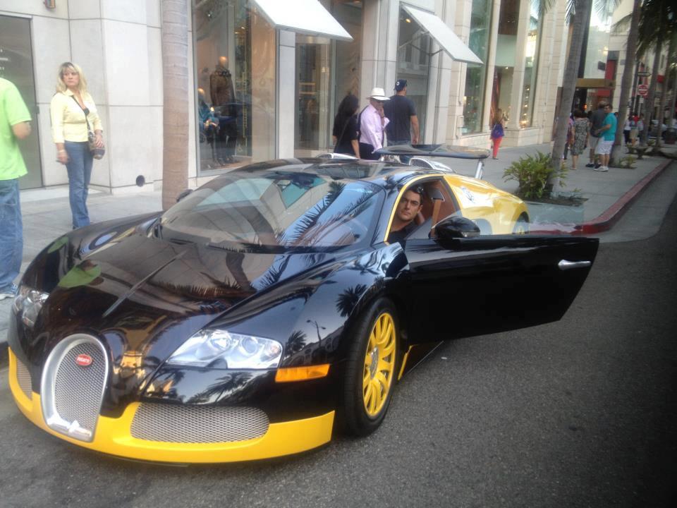 عکسی از ماشین بوگاتی 1.5 میلیون دلاری و سفارشی محمدرضا گلزار | WwW.BestBaz.RozBlog.Com