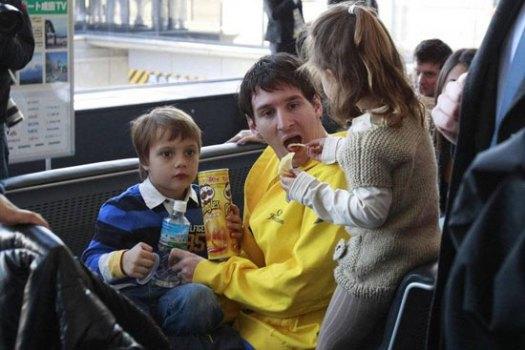 عکس مسی و خواهرزاده هایش | WwW.BestBaz.RozBlog.Com