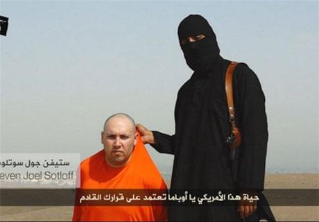 داعشی ها سر یک آمریکایی را جلوی دوربین بریدند
