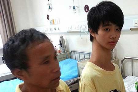 پسری با گردنی عجیب + عکس