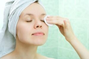 چگونه ماسک صورت را زیر آب شستشو دهیم؟