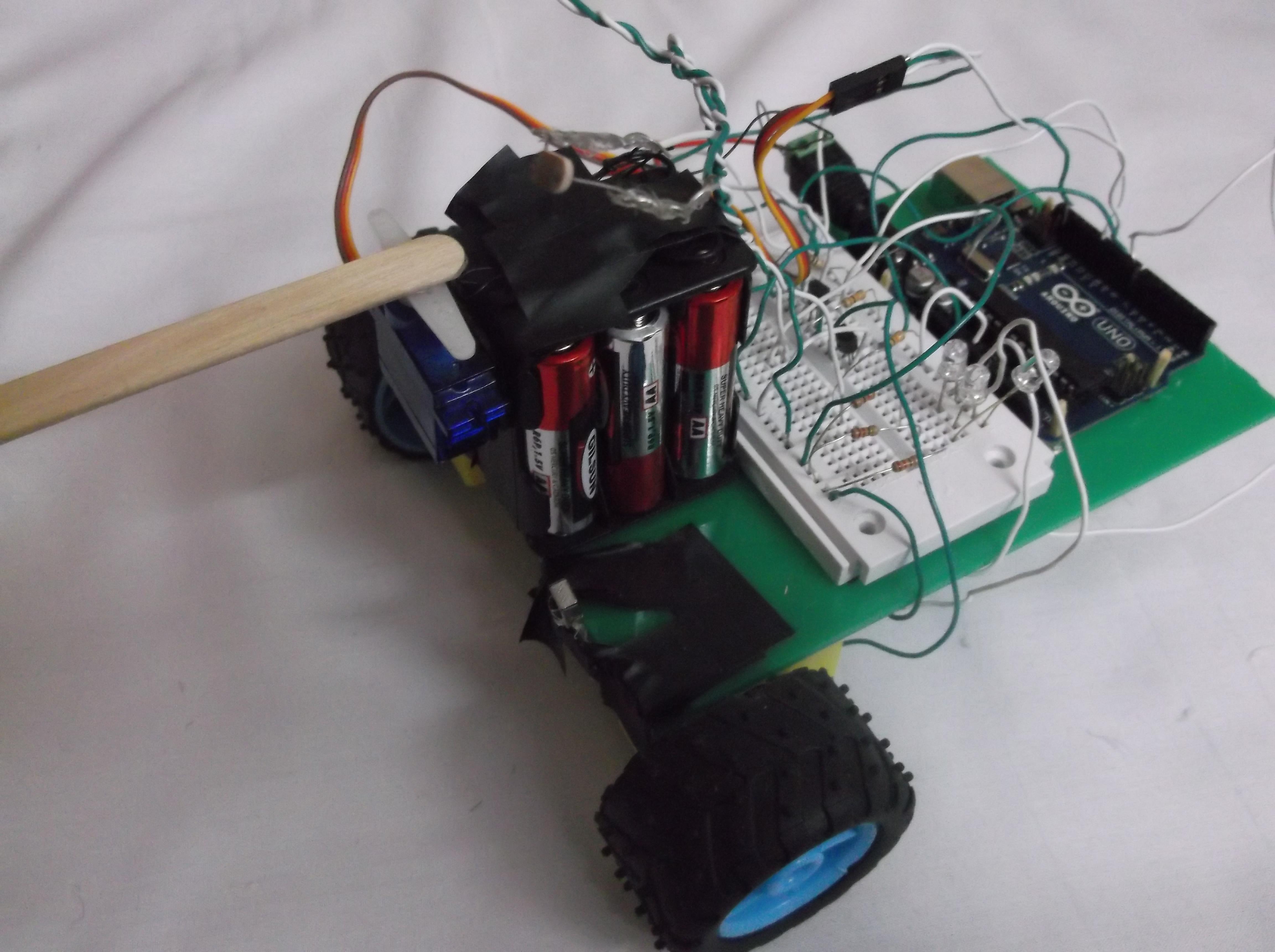 ربات جستجوگر نور و عبور از موانع