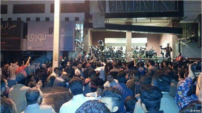 """درگیری ماموران انتظامی با """"حزباللهیهای"""" مُخل کنسرت در بوشهر"""
