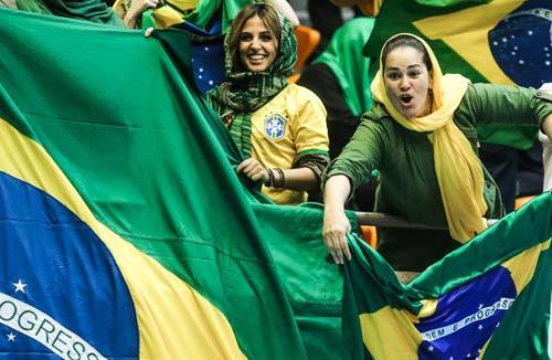 تصاویر تماشاگران بازی والیبال ایران و ایتالیا