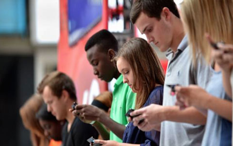 ۲۷ کیلوگرم فشار بر مهره های گردن به دلیل استفاده از موبایل