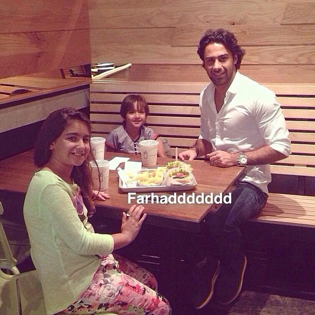 میز شام فرهاد مجیدی و فرزندانش