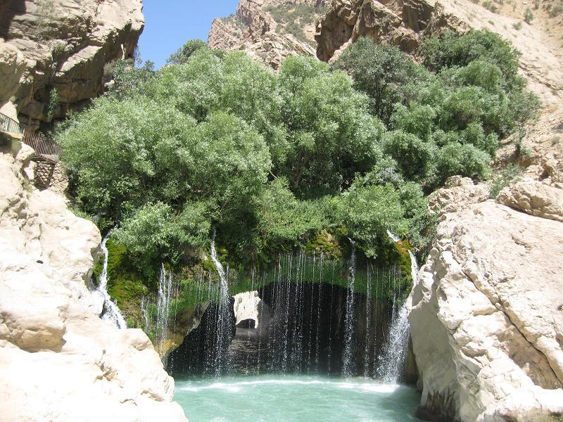 اب ملخ رودخانه خرسان