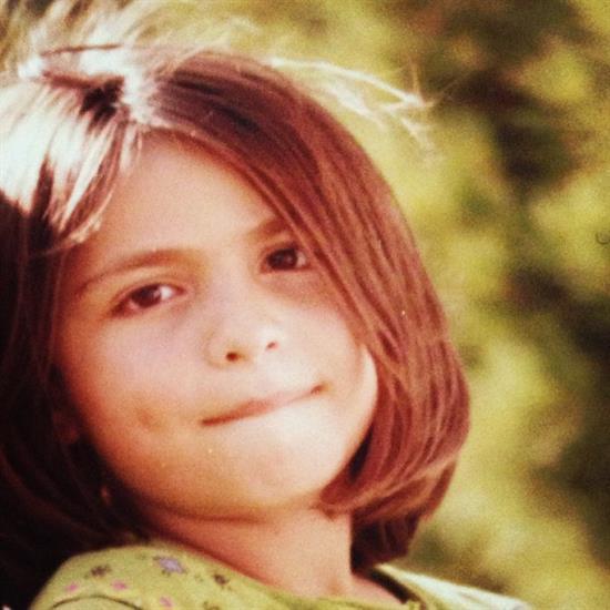 گلاره عباسی, عکس کودکی گلاره عباسی