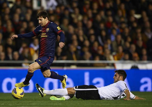 عکس های جدید لیونل مسی در بازی با والنسیا__fifapix.rozblog.com__