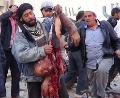 فیلم و عکس شکافتن سینه سرباز سوری توسط گروه النصر