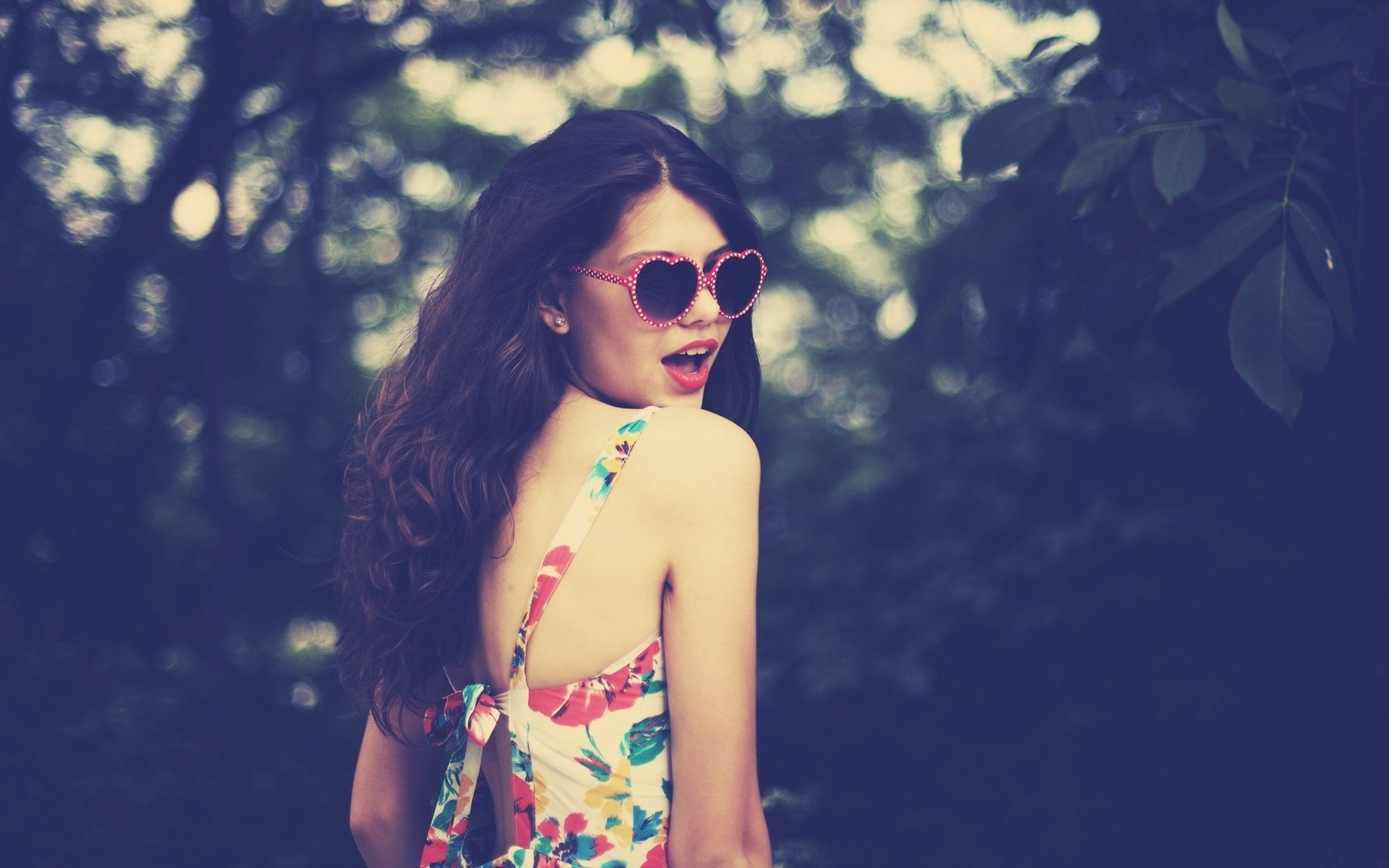 -Girls-Love-Heart-Sunglasses-Photos