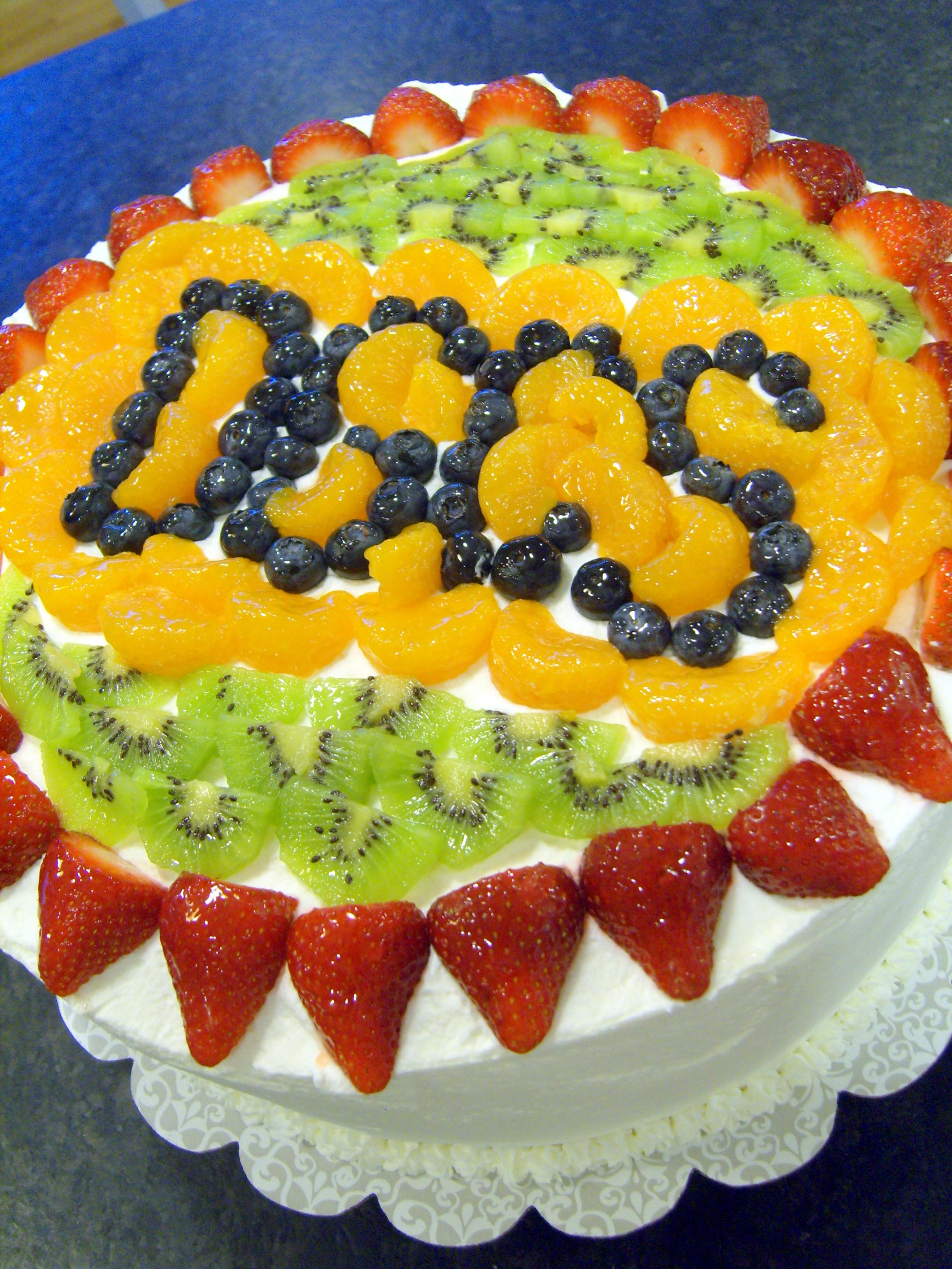 تزیین کیک با میوه های تابستانی