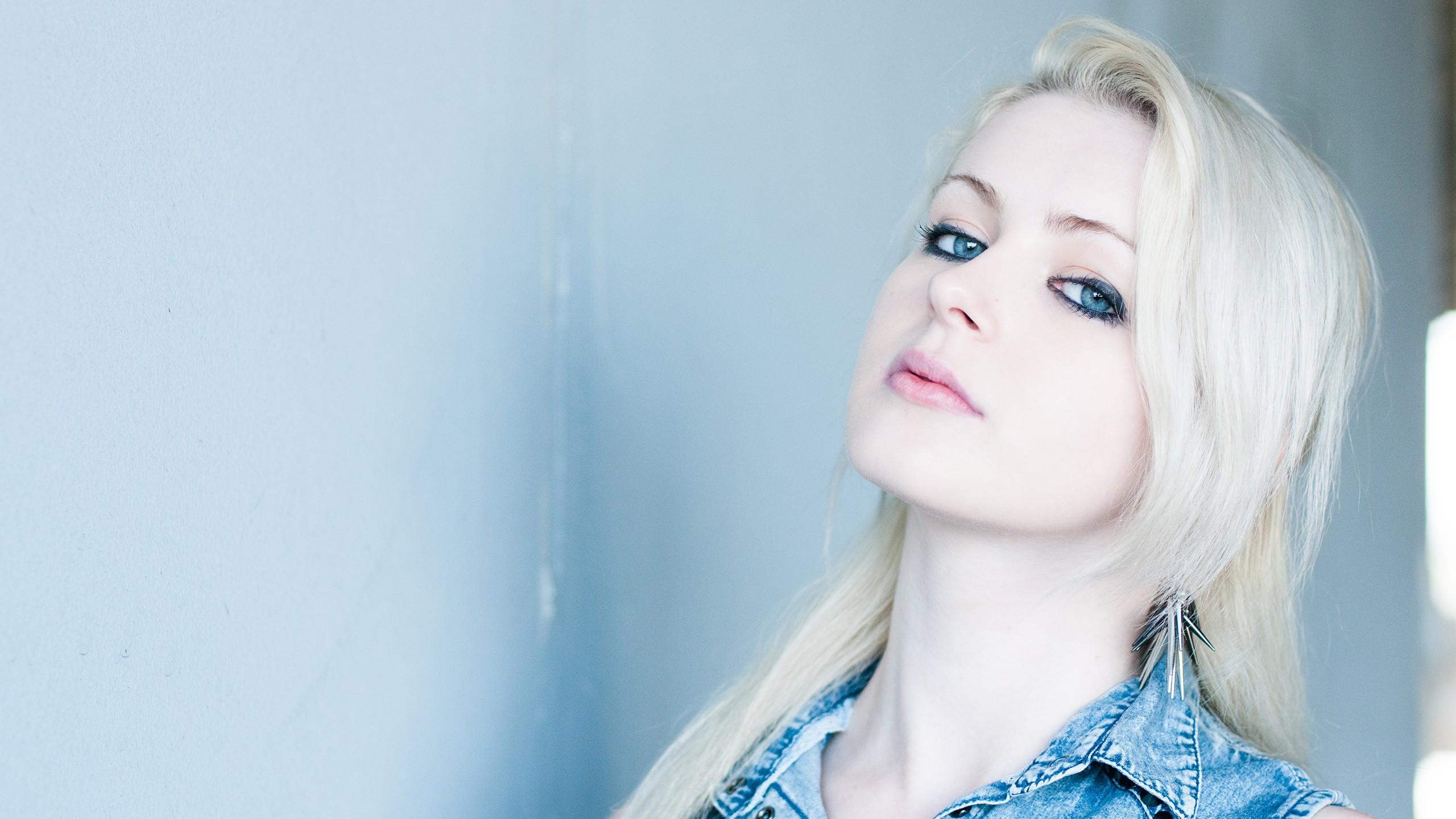 بازی چشم آبی دخترای چشم آبی