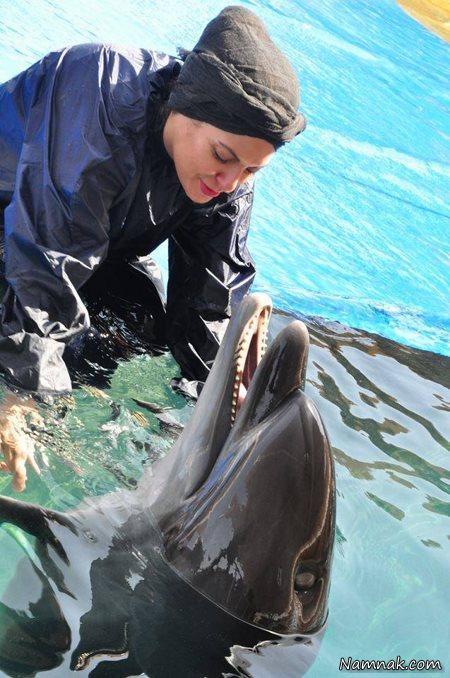 عکس مهناز افشار در حال بازی با دلفینش