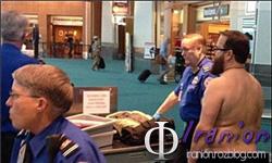 برهنه شدن شهروند آمریکایی در اعتراض به اسکنرهای فرودگاه +عکس