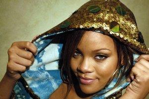 خانم خواننده جوان: با پوشیدن این لباس های عجیب، دنبال جلب توجه نیستم! + عکس
