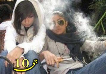 رواج مصرف سیگار زنان در مکانهای عمومی  عکس