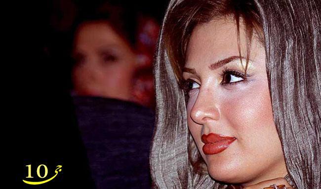 دراوردن پستان جلوی دوربین و شیر دادن میراندا مدل مشهور   عکس
