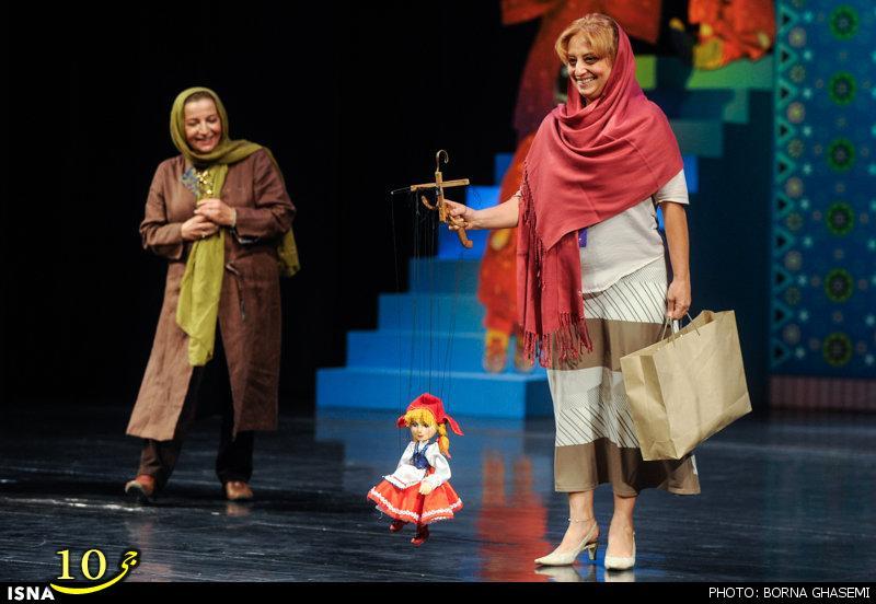 پوشش نامناسب یک زن در حضور وزیر ارشاد!+عکس