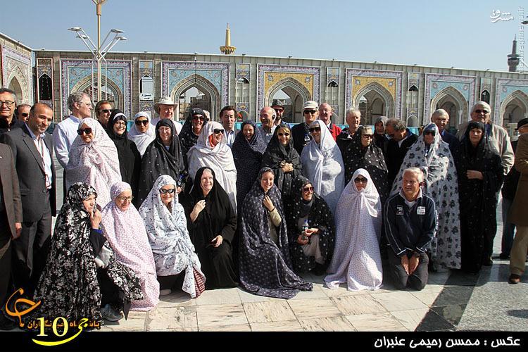 عکس/گردشگران خارجی با چادر گلمنگولی