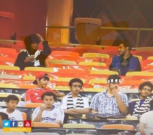 دستگیری دختری با لباس مردانه در استادیوم فوتبال! +عکس