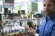 ساخت اولین تلفن همراه جهان که با ادرار شارژ می شود!