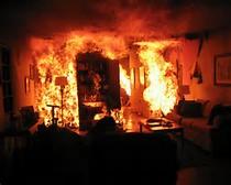 جوان عاشق پیشه ای ، خانه پدری اش را به آتش کشید!!
