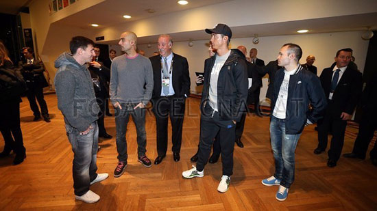 http://rozup.ir/up/justbarca/Pictures/Gala/3.jpg