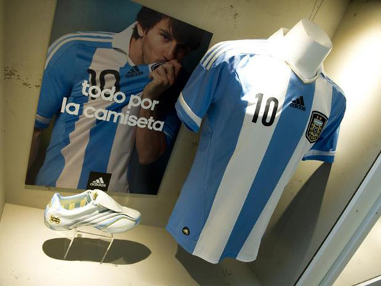 http://rozup.ir/up/justbarca/Pictures/Messi_Museum/Messi_Museum_(9).jpg