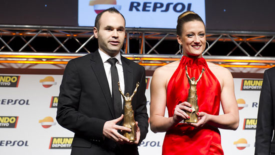 http://rozup.ir/up/justbarca/news_6/Iniesta___Mireia_Belmonte.jpg