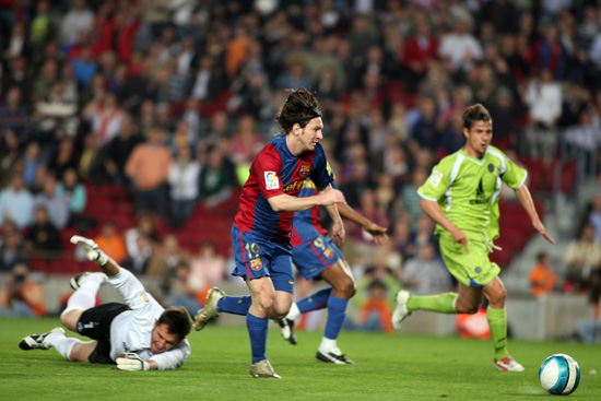http://rozup.ir/up/justbarca/news_6/Messi_13_key_moment_3.jpg
